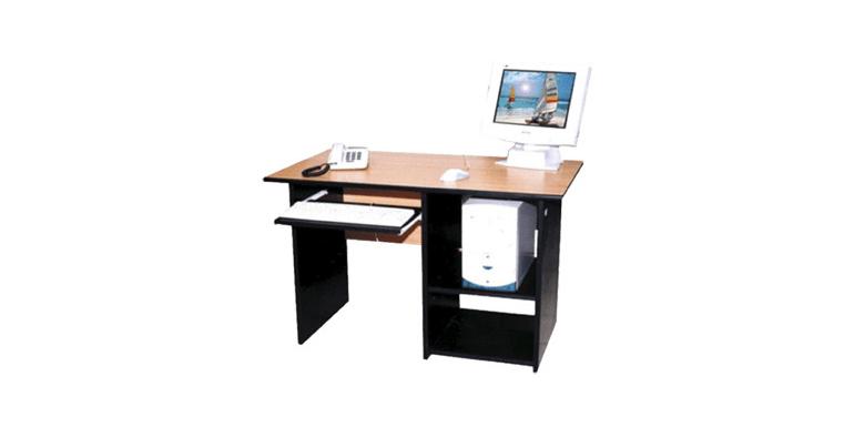 Organizeaza-ti lucrul de acasa: birou, scaun, etajera si lampa!