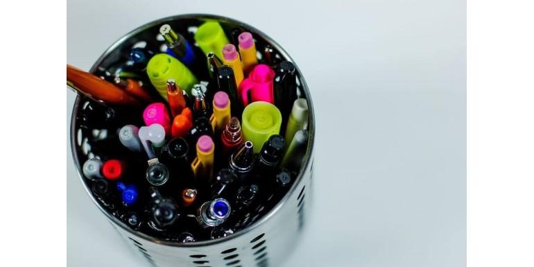 Instrumente de scris obisnuite vs pixuri de lux - diferente intre ele